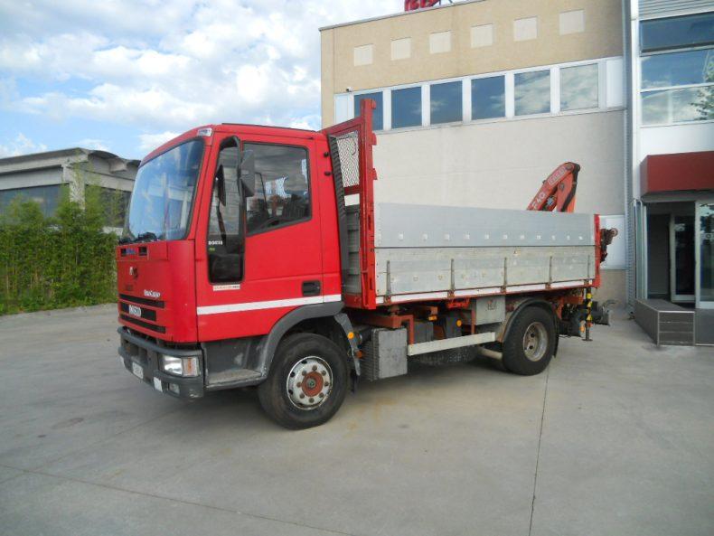 IVECO 80-75E18K CON GRU FASSI F40.22 POSTERIORE E CASSONE RIB.TRILAT.