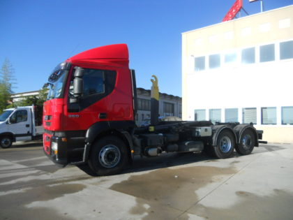 IVECO STRALIS AT260S36 CON GANCIO SCARRABILE BOB IT26-7