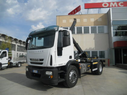 IVECO 180E28 CON GANCIO SCARRABILE BOB IT12NL