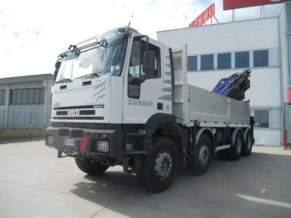 IVECO TRAKKER 410E44 CON GRU PM35528SP E CASSONE FISSO
